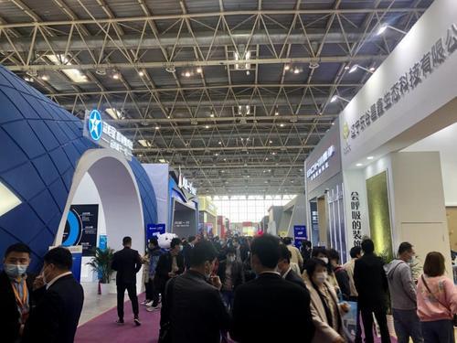 中国侨网2021北京建博会现场,来自全国范围的1600余家企业参展。人民网孙阳 摄