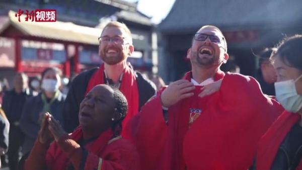 外国友人体验中国传统文化