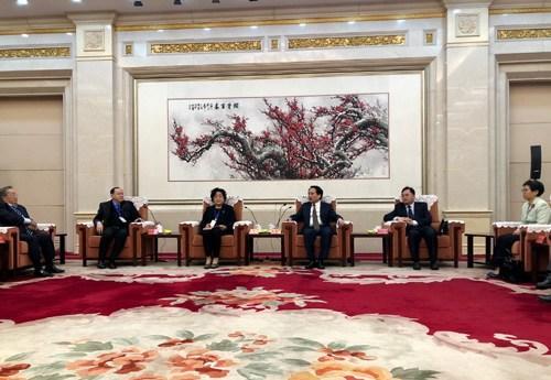 中央统战部副部长谭天星会见旅美辛亥革命后裔访问团