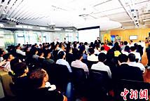 华裔青年走进上海浦东国际人才城