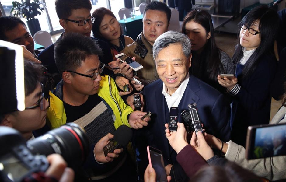 全国政协委员梅兴保接受记者采访