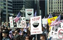 美国华人费城街头反暴力游行 获多族裔声援