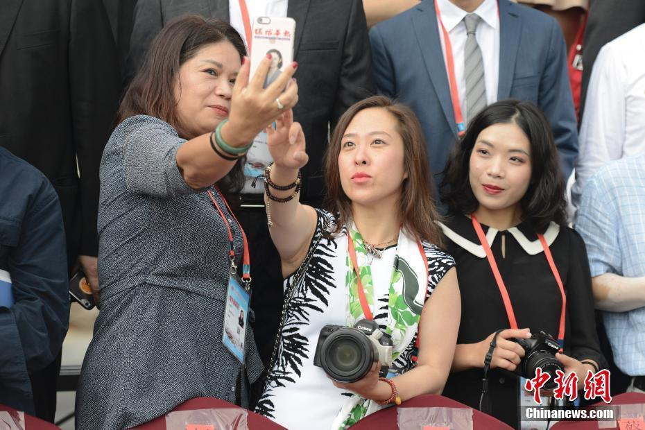 第九届世界华文传媒论坛举行 华文媒体代表合影