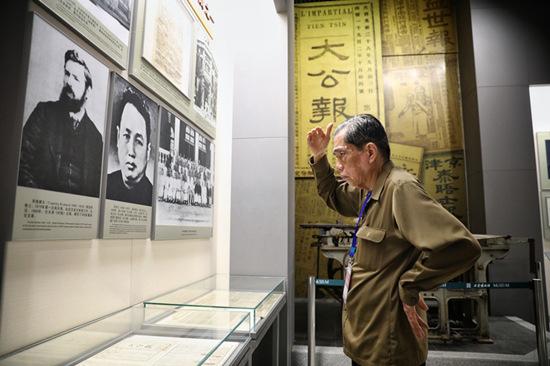 海外华媒走进天津文化中心 了解天津历史与文化