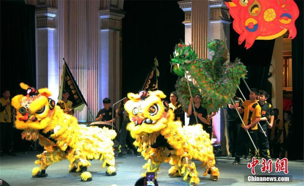 巴黎市政府春节招待会上演舞龙舞狮