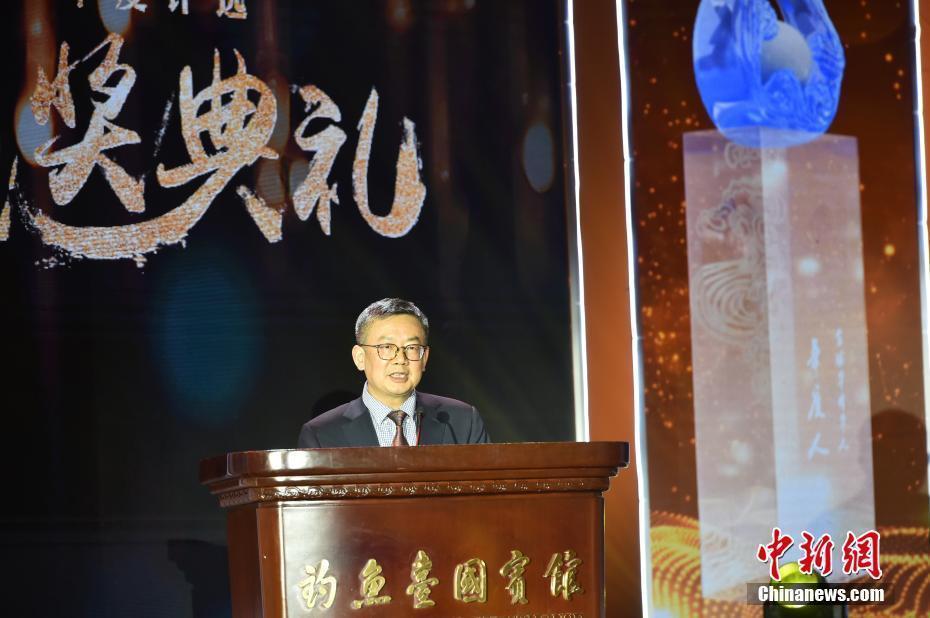 """清华大学华商研究中心主任龙登高揭晓""""十大新闻"""""""