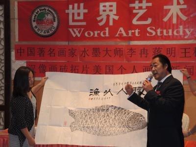 另一位画家黄克扬出生于山东青岛,擅长国画写意花鸟及象形字创作