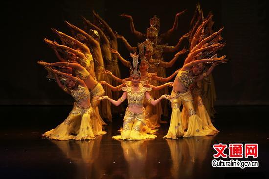 欧美人体艺术黄_中国残疾人艺术团赴温哥华演出 自强不息感动观众