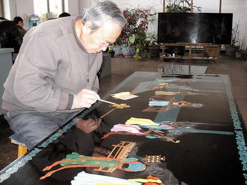 平遥漆器传承人薛生金:六十年岁月的习惯与坚持