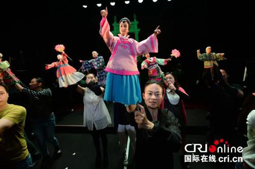 中国侨网-探访福建晋江布袋木偶戏:海丝范儿的指尖