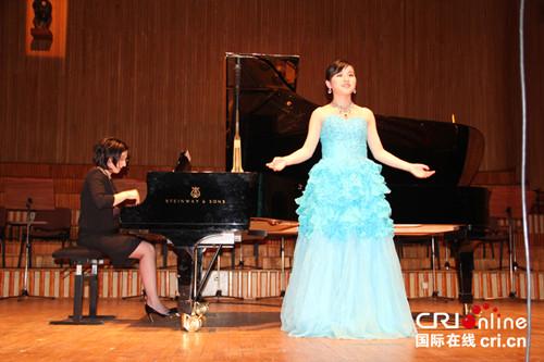 女高音演唱中国歌曲《梧桐树》