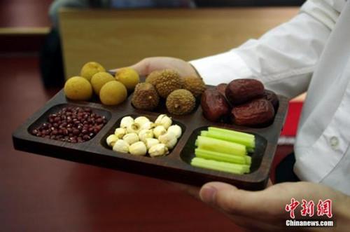 【白扁豆,陈皮】