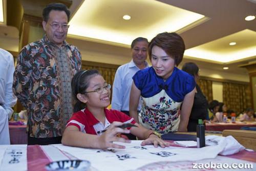 新加坡举办中小学生书法比赛 传承华族文化
