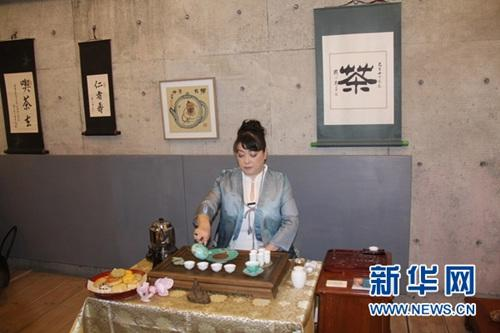 中华文化    新华网东京4月17日电(记者 蓝建中)15日下午,高级茶艺师