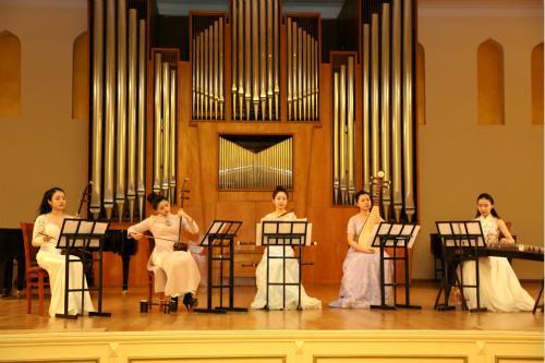 """阿塞拜疆上演""""重回丝绸之路""""中华民族乐器音乐会"""