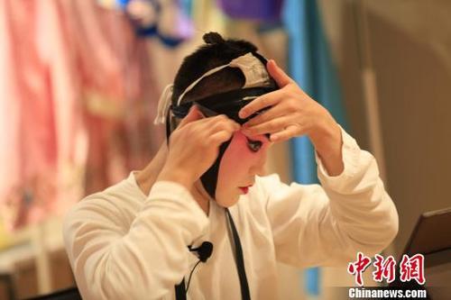 接触到京剧的独特之处,感受中国国粹的博大精深