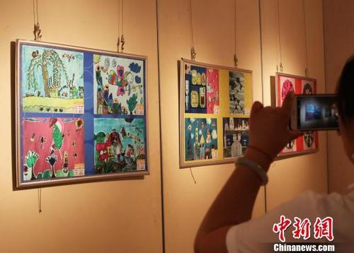 """中国欧盟""""探索之旅""""青少年画展开幕"""