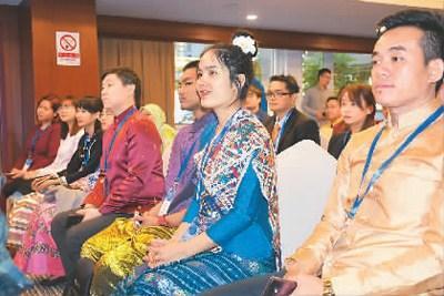 中国侨网图为参与此次秋令营活动启动仪式的东盟国家青年代表。