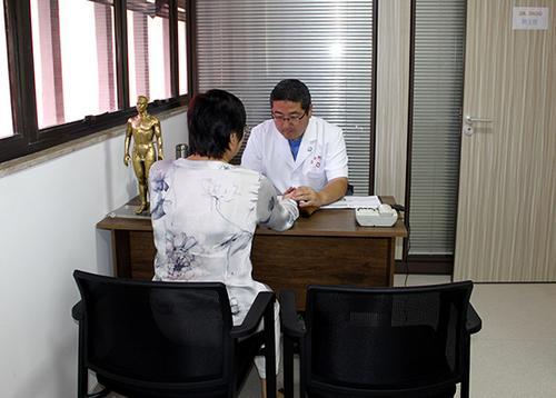 中国-巴西中医药国际合作基地义诊服务当地侨胞