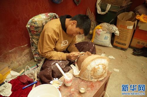 拉萨布制面具制作技艺传承人