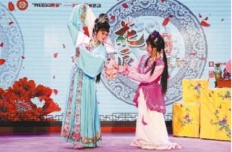 中国侨网评剧《茶瓶计》演出照。