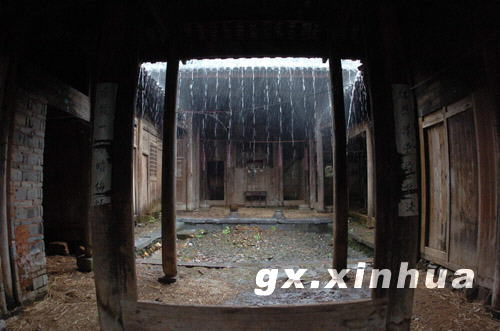 外面下大雨里面下小雨的唐景崧故居 甲午战争时任台湾巡