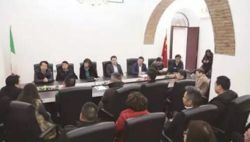 2月25日下午,罗马华社在意大利中国总商会会所召开关于罗马侨界抗击疫情紧急会议。图为会议现场。(《欧洲时报》记者张锐 摄)