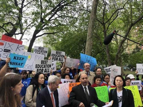 纽约特殊高中录取改革家长称入学考试不是问题所在