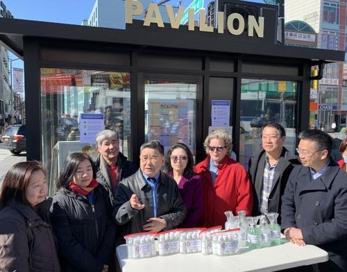 纽约法拉盛商改区给社区送洗手液吁民众注意防护