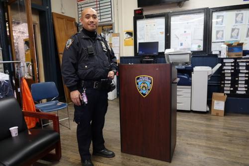 纽约华裔警察任青少年协调警员助青少年回正途