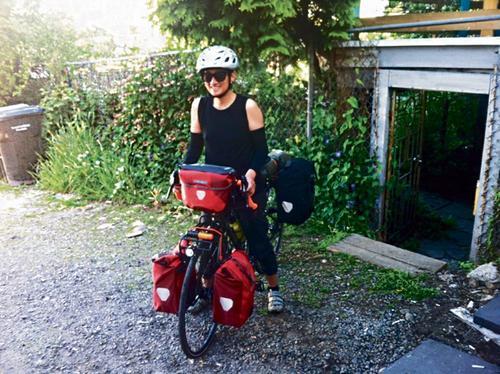 陈琼华骑行横穿加拿大东西岸。(加拿大《星岛日报》受访者提供)