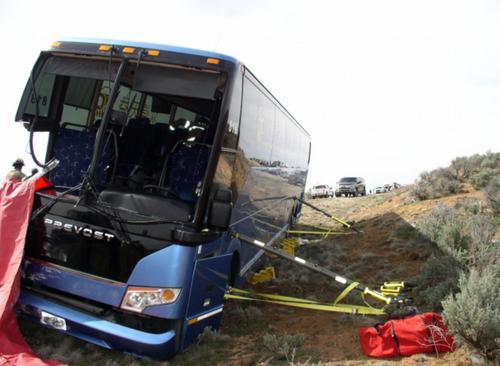 车祸发生后的众信天益旅游大巴。图片由犹他州公路巡警局提供