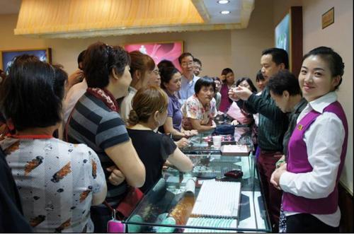 低价游中国的目的是让游客购买高价商品。(美国《世界日报》/资料照片)