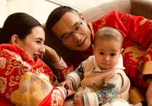 元朝辉与在中国学习中文的哈萨克斯坦姑娘阿妮塔相遇相知,终成正果。(俄罗斯《龙报》 受访者供图)
