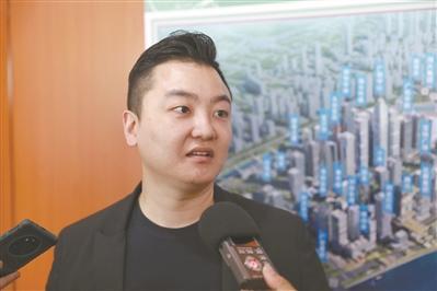 黄跃中在接受采访。 广州日报全媒体记者苏俊杰 摄